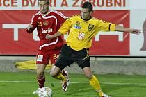 Nejen Záložní řada FC Vysočina by měla dostat novou posilu. Martinu Dupalovi (ve žlutém) a spol. přibudou minimálně tři noví spoluhráči – brankář, bek a záložník. Jména by měla být známa nejdéle do 30. září, kdy končí přestupní termín.