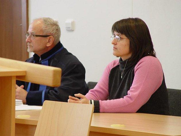 Alena Hašková a obhájce Jiří Kozák při soudním jednání v Jihlavě.