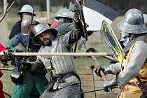Ke zřícenině u Bystřice nad Pernštejnem se v sobotu sjedou bojovníci, aby zde svedli již sedmou Bitvu o Zubštejn. Letos jsou očekáváni členové více než desítky skupin historického šermu z celé země.