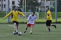 Starlet (ve žlutém) a FK Klasici se střetnou v semifinále poháru.