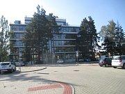 Po bývalých kasárnách už není v místě, kde by mohla stát nová budova pro úředníky, ani památky. Je v těsném sousedství sídla Kraje Vysočina na Žižkově ulici.