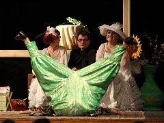 Divadelní soubor AJeTo! z Počátek nechyběl na Třešťském divadelním jaru ani před rokem. Za představení Rozmarný duch (na snímku) si dokonce odvezl jednu z cen.