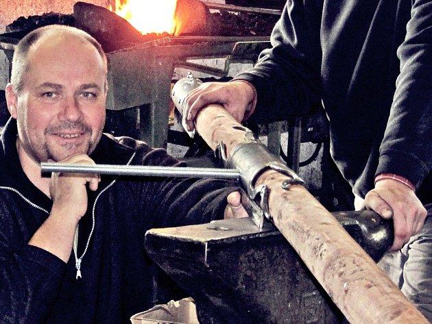 Petr Weiss kontroluje sklopný polos.