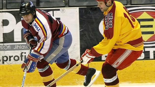 """POZOR, JEDU! Michal Veselý první """"krůčky"""" na bruslích udělal na rybníku. Tento fotbalista byl jedním z nejlepších hráčů na ledě."""