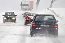 Během pátku napadl na Vysočině další sníh a hasiči museli vyjíždět nejen k dopravním nehodám, ale také v několika případech k poskytnutí technické pomoci.