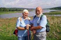 Zdeněk Kurka s manželkou Věrou loni v létě na výpravě na Brdy v krajině Padrtských rybníků.
