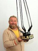 Trofej. Vítěz hokejového Dukla Cupu získá trofej z dílny kováře Alfreda Habermanna.