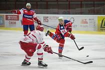 Třebíčští hokejisté (vpravo Michal Vodný) přišli s Přerovem o dva body. Prohra po nájezdech je také mrzela.