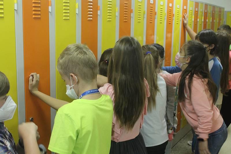Skříňky si děti mohli vybrat sami. To aby mohly být kamarádky vedle sebe.