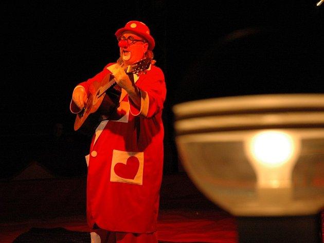 Bývalý moderátor rádia Vysočina Fugas se stal klaunem v cirkusu Carini.