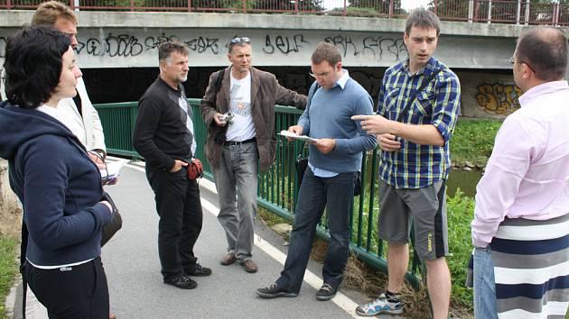 Komise soutěže Cesty městy včera posuzovala podjezd pod mostem v Havlíčkově ulici.
