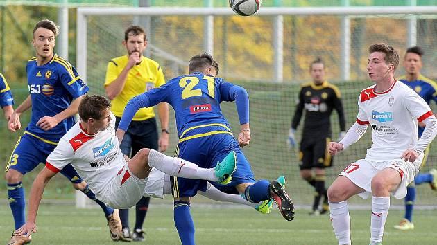 Fotbaloví dorostenci FC Vysočina (v modrém) zvládli roli favorita a v 1. kole MS ligy si připsali plný počet bodů.