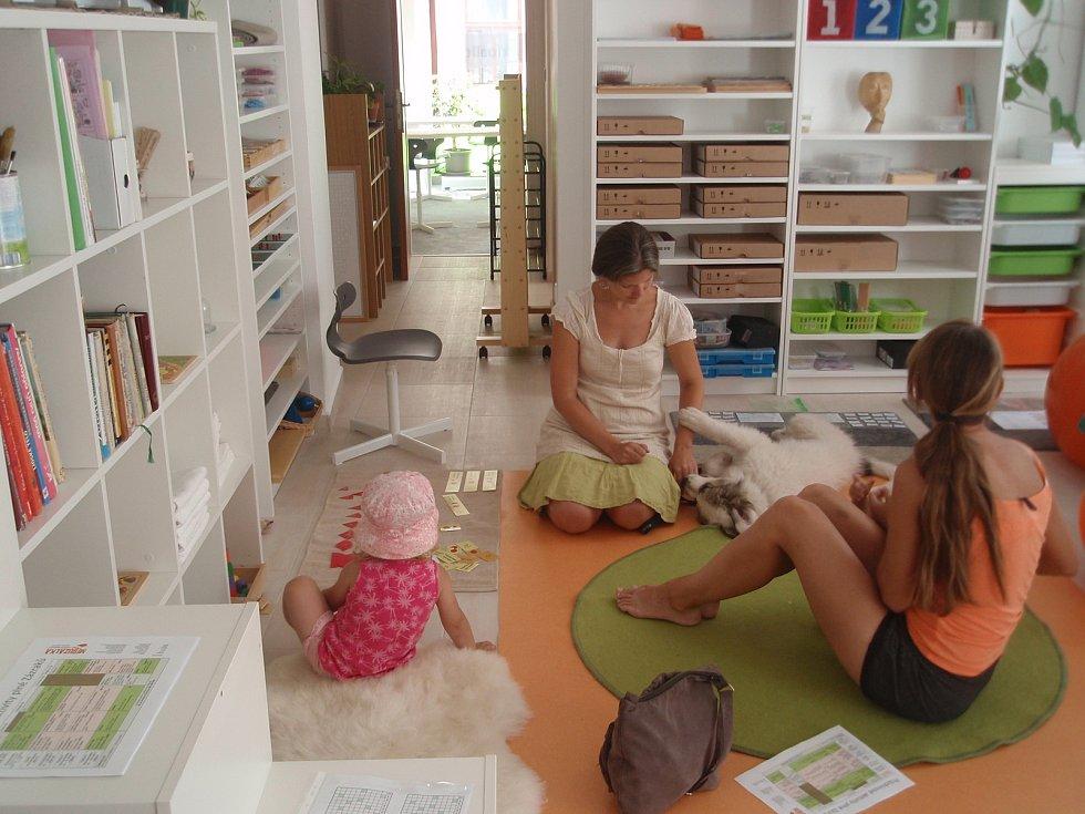 Maminky s dětmi testují nové Centrum zázraků při dni otevřených dveří.