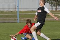 Pelhřimovský kanonýr Daniel Krtek (v tmavém) dal proti Polné dva góly, ale na výhru to nestačilo.