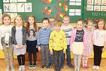 Na fotografii jsou žáci 1. třídy Základní školy v Dolní Cerekvi. V letošním roce nastoupilo 11 prvňáků. Jejich třídní učitelkou je Pavlína Třísková.