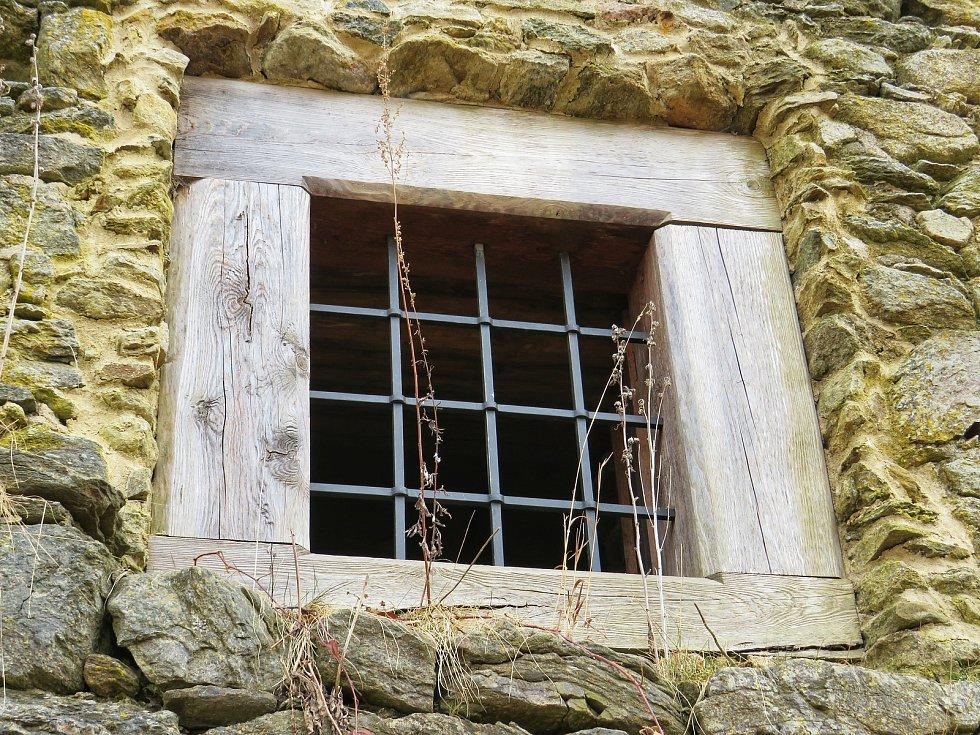 ajemná zřícenina hradu Orlík láká k návštěvě.
