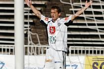 Rychlonohý útočník Ivo Svoboda právě podruhé překonal jihlavského gólmana Tulise. Vysočina se v zápase na žádnou odpověď nezmohla.
