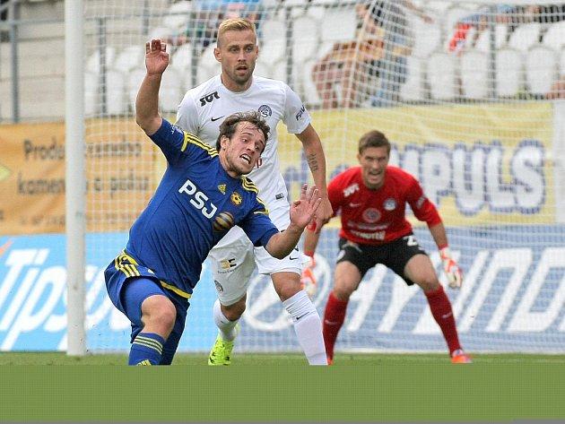 Posila. Za juniorku Vysočiny odehrál celý zápas záložník ligového A týmu Jakub Fulnek, který v první lize zatím naskakuje jako náhradník.