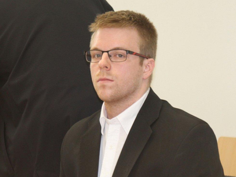PSTRUH103. Takovou přezdívku používá Petr Jelínek z Jihlavy. Patří mezi stovku nejsledovanějších youtuberů v zemi. Kvůli svému videu stanul před jihlavským soudem.