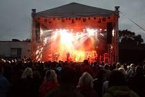 Kapela No Name jako hlavní hvězda vystoupila od devíti hodin večer. Hrát přestala až za tmy po desáté hodině večerní.