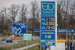 Ceny pohonných hmot na čerpací stanici EuroOil v sobotu 4. dubna 2020 v Havlíčkově Brodě.