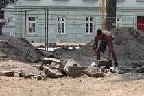 Na Náměstí Svobody v Jihlavě se pracuje.