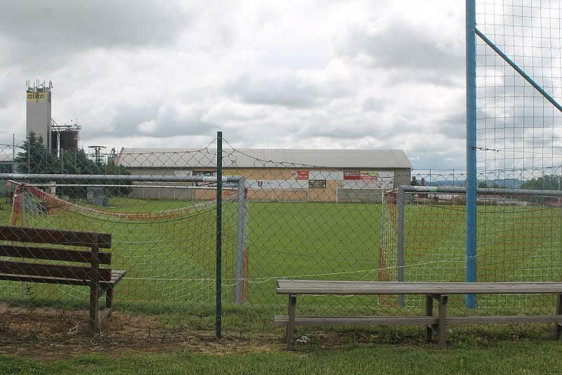 Fotbalové hřiště dobře znají zejména příznivci kopané.