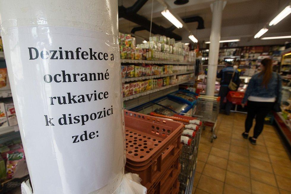 Potraviny ve Větrném Jeníkově dne 9. července 2020.
