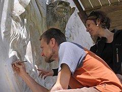 Na státním zámku Telč restaurátoři opravují v současné době renesanční reliéf Poseidona.