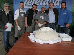 V Želetavě v sobotu 6. června padl nový český rekord, byl vytvořen největší tvarohový knedlík.
