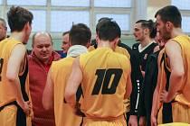 Jihlavští basketbalisté budou mít od svého trenéra Petra Pešouta jasné pokyny. Olomouce se prý nezaleknou a postup do prvoligového semifinále se pokusí favoritovi pořádně znepříjemnit.