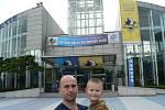 Se synem před zimákem v Soulu. Součástí komplexu byl fotbalovo-atletický stadion, hala na basketbal a koupaliště.