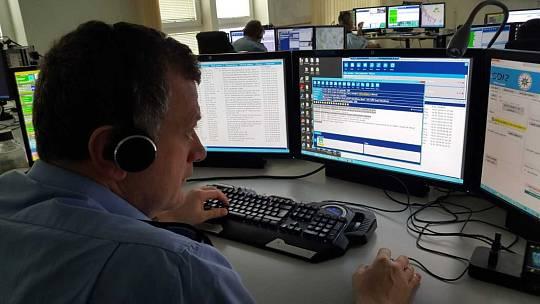 Koordinují hlídky nejen v kraji. Operační důstojníci denně řeší stovky případů.
