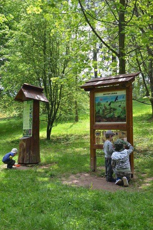 Na lesní stezce jsou čtyři nové interaktivní prvky.