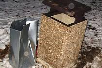 Odpadkové koše v Jihlavě bývají občas terčem vandalů.
