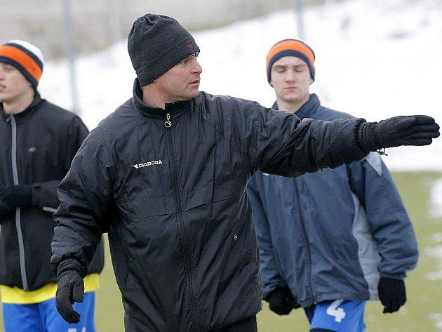 Trenér Pavel Procházka bere svůj tým na pětidenní kondiční soustředění do Bystřice nad Pernštejnem.