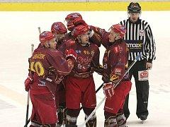 V loňské sezoně nastřílela Dukla Berounu ve dvou zápasech na Horáckém zimním stadionu čtrnáct branek. O něco podobného se jihlavští hokejisté pokusí i dnes.