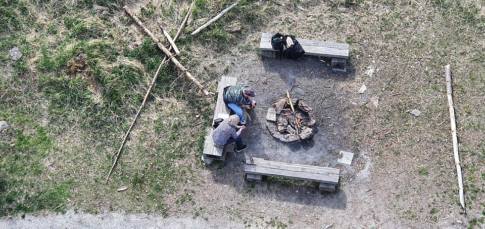 Cestou na Pekelná kopec zažije turista spoustu zábavy. Může odpočívat nebo se vzdělávat na kondiční pekelné stezce.