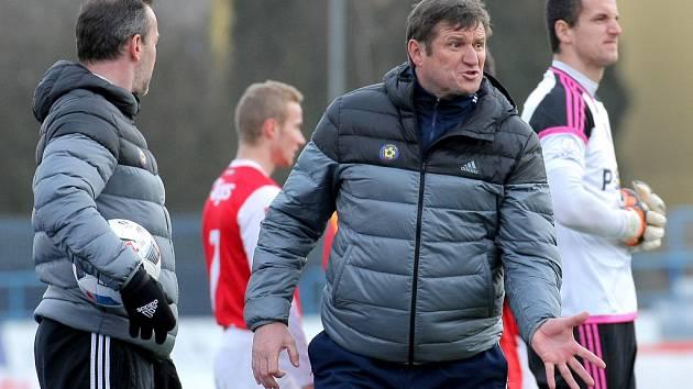 Trenér Michal Hipp (na snímku v generálce na ligu proti Pardubicím) během zimní přípravy zjistil řadu herních nedostatků svých svěřenců. Naopak jej potěšil týmový duch a skvělá atmosféra v kabině.