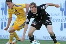 Stou ligovou branku Vysočiny v historii vstřelil talentovaný záložník Lukáš Masopust (na snímku vlevo v souboji o míč s příbramským Milanem Mišunem).