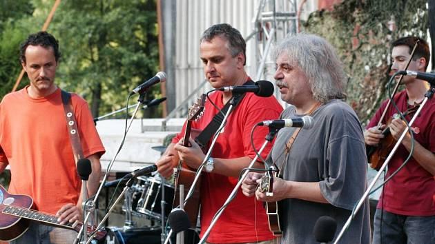 Letošní Porty se jako již tradičně zúčastní také Robert Křešťan s kapelou Druhá tráva.