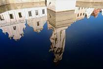 Telčské zrcadlení. Historické město je obklopené vodou prakticky ze všech stran. Podívejte se, jak vypadá v odraze.