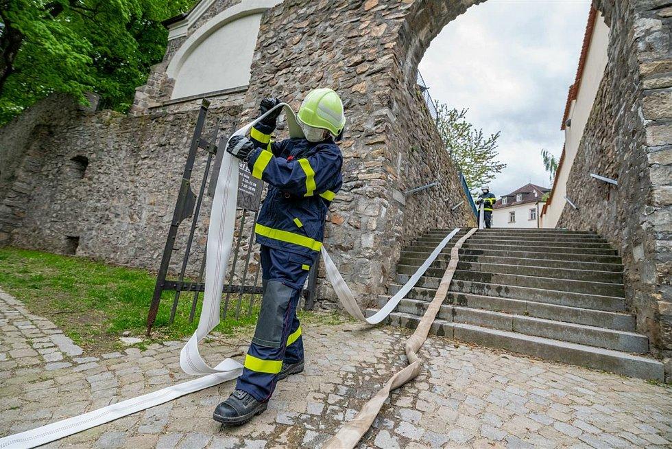 Hasičského cvičení se zúčastnily hasičské jednotky z Jihlavy, Bedřichova, Pístova, Zborné a Heroltic.