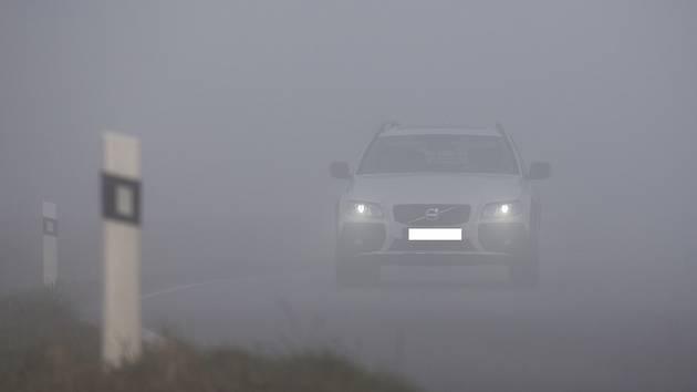 Mlha na silnicích Vysočiny.