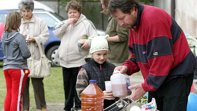 Již druhý ročník náměšťského jablkobraní se uskutečnil v sobotu na tamní farské zahradě. A po loňském úspěšném ročníku překonal ten letošní všechna očekávání organizátorů.