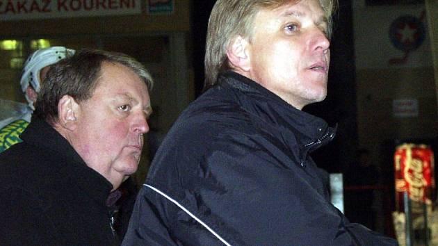 Zápas první hokejové ligy proti sobě postaví bývalé kolegy – šumperského Jiřího Otoupalíka (vpravo) a třebíčského Josefa Horešovského. V loňské sezoně dělal Otoupalík Horešovskému asistenta v Horácké Slavii. Na podzim přijal nabídku trápících se Draků.