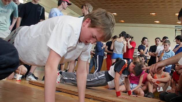 Žáci základních škol z Jihlavy včera změřili své síly. Na fotografii je zachycen Tomáš Žák ze 6.A. reprezentující Základní školu Kollárova v Jihlavě.
