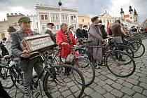 Telčí se v sobotu projela kola z minulých století.