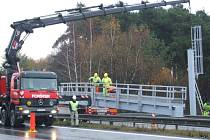 Poblíž čerpací stanice Slovnaft na dálničním přivaděči v Jihlavě byla vztyčena v pořadí třetí mýtná brána.