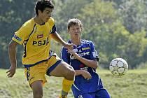 Jihlavský Alois Zeman (ve žlutém) se podepsal pod výhru nad Sigmou dvěma góly a jednou asistencí.